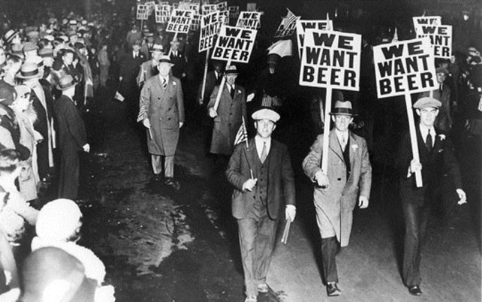 Более 100 000 жителей Нью-Йорка вышли на акцию протеста против сухого закона, 1932 г.