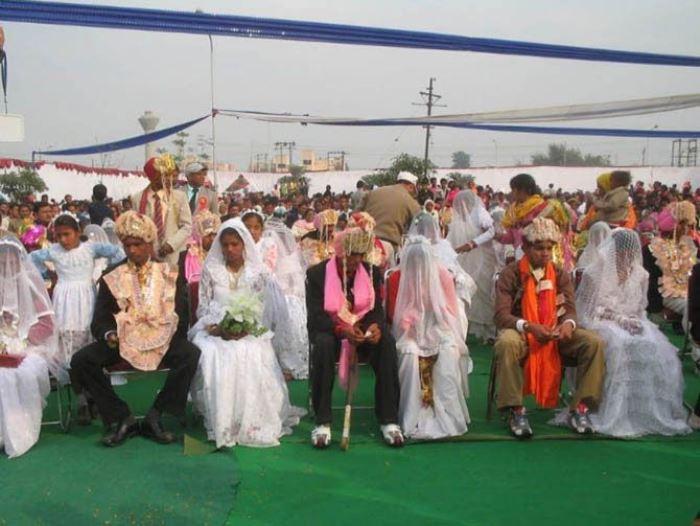Вариант для бедных: массовая свадьба в Индии