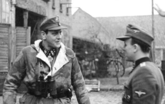 Отто Скорцени (слева)