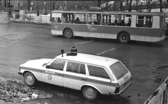 Милицейский автомобиль Мерседес-Бенц.