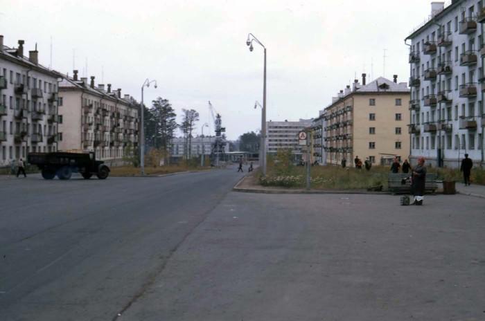 Пустая улица в Братске. СССР, 1969 год.