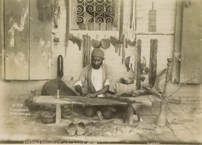 Уличный персидский сапожник. Кавказ, последняя четверть XIX века.