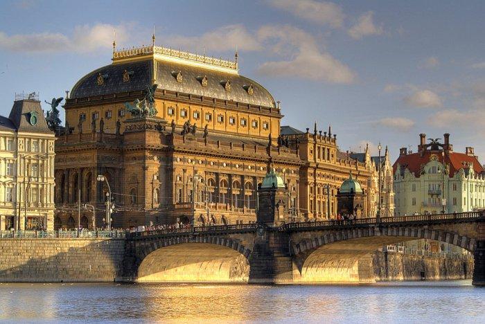 Главный театр в Чехии и в Праге - Национальный театр.