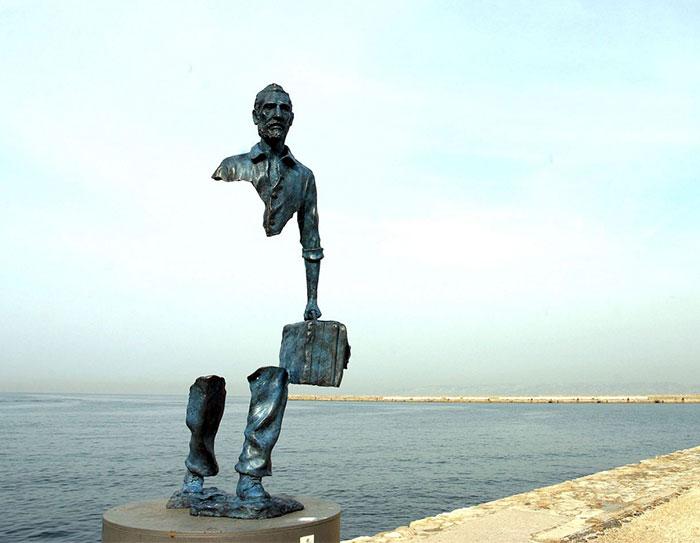 Призрачный образ от знаменитого скульптора Бруно Каталано.