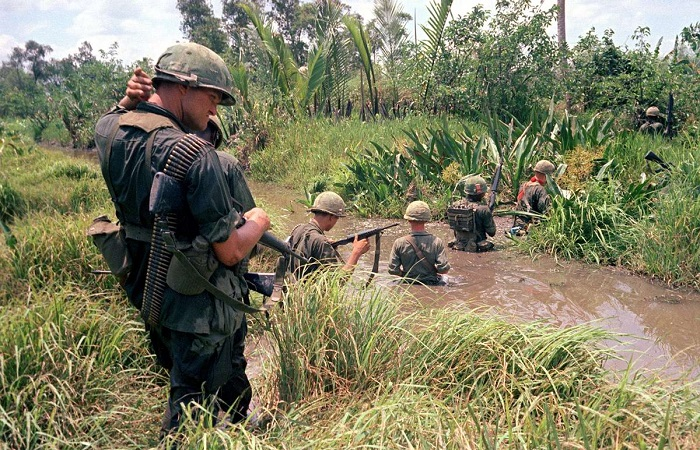 Уникальные ретро фотографии, сделанные во время вторжение войск США и начало войны во Вьетнаме.
