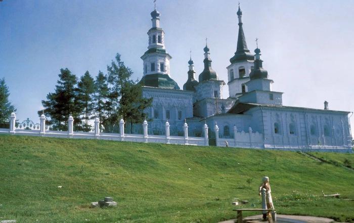 Крестовоздвиженская церковь со стороны улицы Тимирязева.