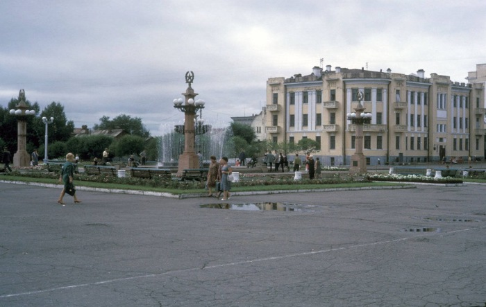Городской фонтан на центральной площади имени Ленина. СССР, Хабаровск, 1964 год.