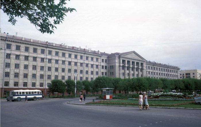 Главный корпус дальневосточного государственного медицинского университета. СССР, Хабаровск, 1964 год.