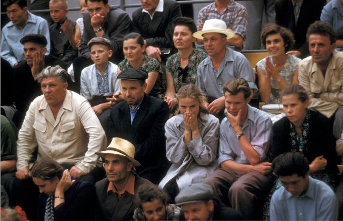 Зрители на футбольном матче.