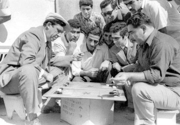 Юрий Никулин играющий в нарды. Баку, 1968 год.