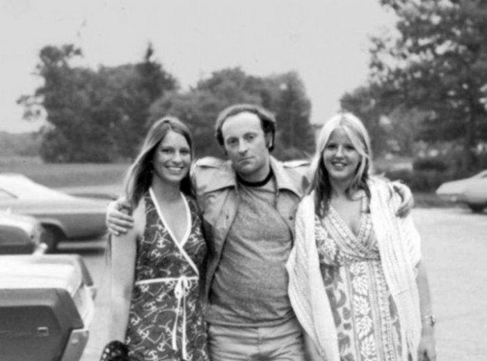 Иосиф Бродский с молодыми студентками первого курса. Мичиган, 1980-е годы.