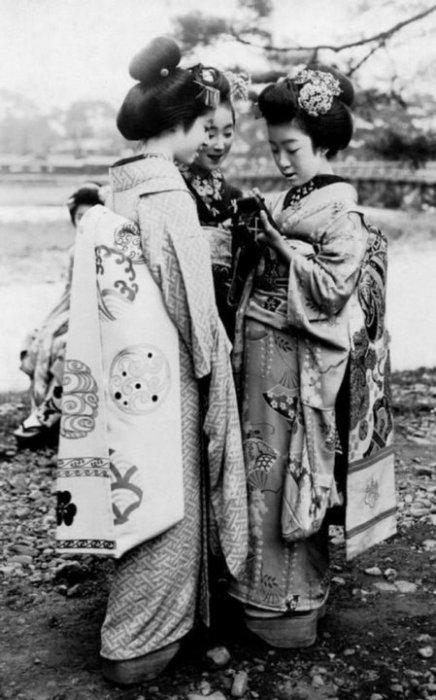 Две гейши. Япония, 1920-е годы.