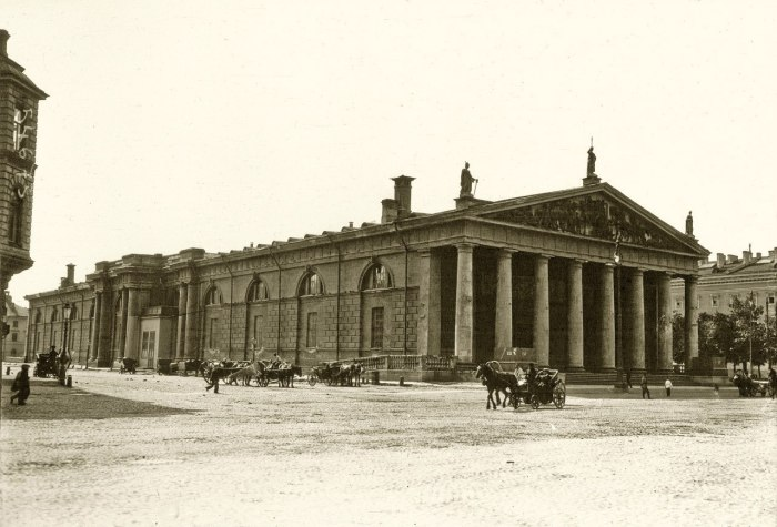 Большой манеж Конногвардейского полка, фасад к Александровскому саду. Санкт-Петербург, Июль 1914 года.