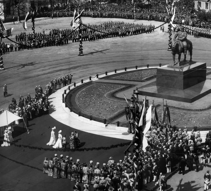 Освящение памятника Александру III. 28 мая 1909 года.