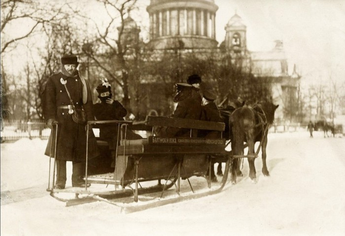 Сани у Александровского сада. Санкт-Петербург, 1914 год.