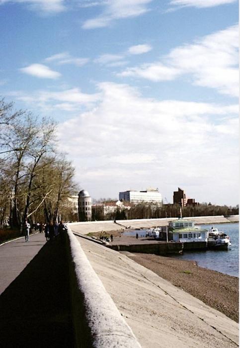 Речной причал на набережной. СССР, Иркутск, 1988 год.