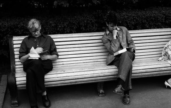 Чтение в центральном парке культуры и отдыха имени Горького. СССР, Москва, 1963 год.