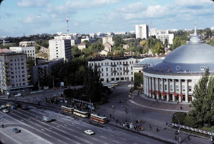 Цирк возле Брест-Литовское шоссе в Киеве.