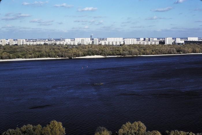 Новые кварталы на левом берегу.