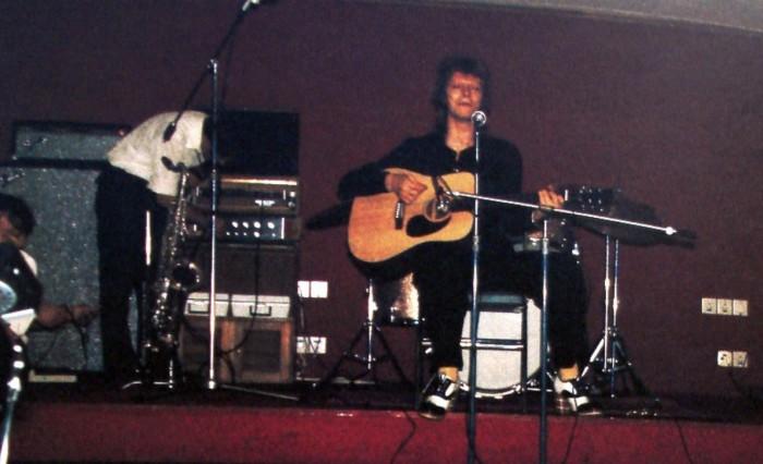 Дэвид Боуи выступает на борту круиза Феликс Дзержинский в 1973 году.