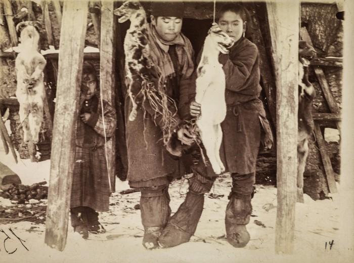 Медвежий праздник с удушением собак, в которых временно должен был перейти дух медведя.