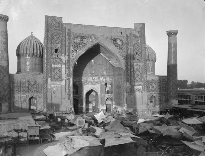 Рынок на площади Регистан. Самарканд, 1908 год.