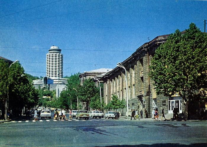 Колоритные фотографии из путешествия по Еревану в 1978 году.