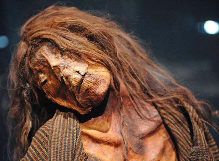 Мумия перуанской женщины вблизи.