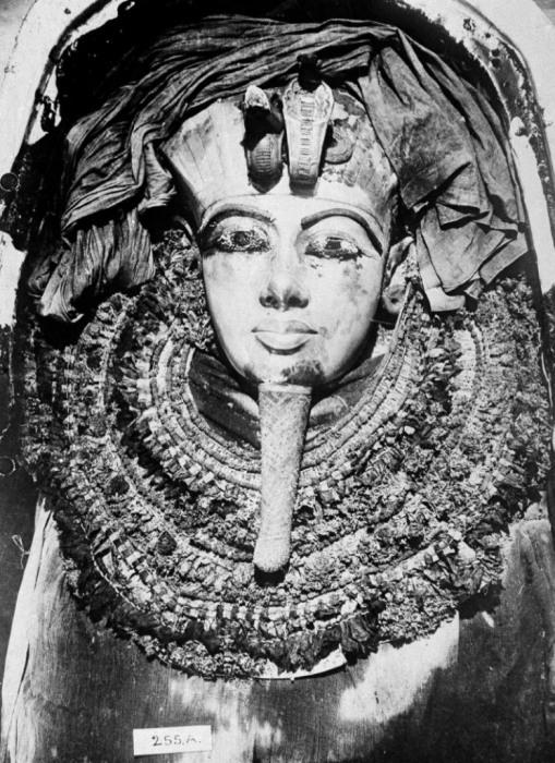Саркофаг из чистого золота египетского фараона Тутанхамона.