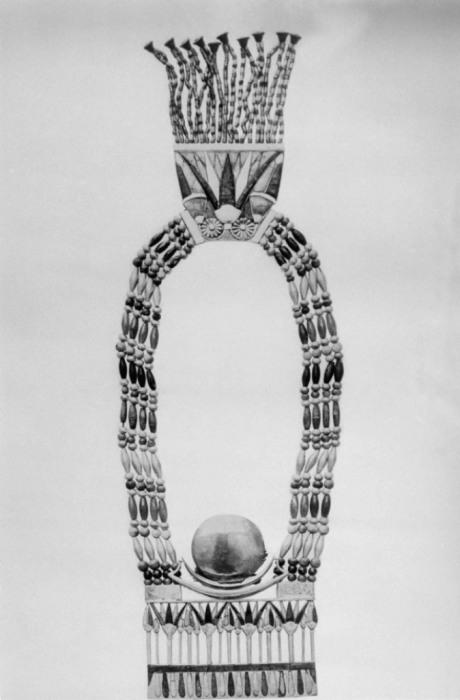 Одна из многочисленных находок из чистого золота и других драгоценных металлов при раскопках в Каире, в гробнице Тутанхамона.