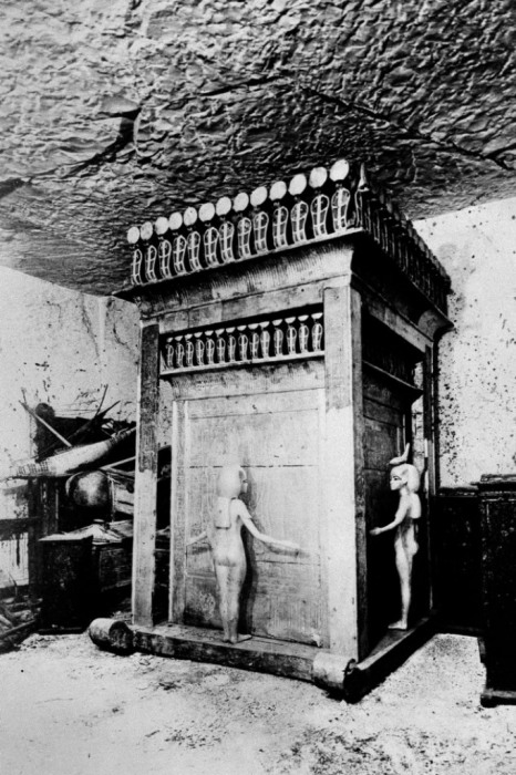 Ковчег Тутанхамона, где хранились сосуды с его внутренностями.