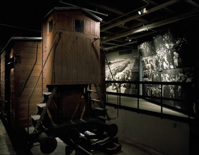 Железнодорожный вагон на выставке Мемориального музея Холокоста.