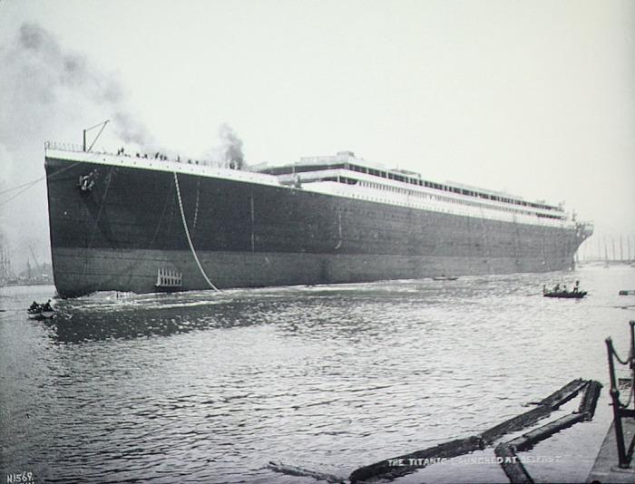 Спущенный для испытаний на воду Титаник в Белфасте.