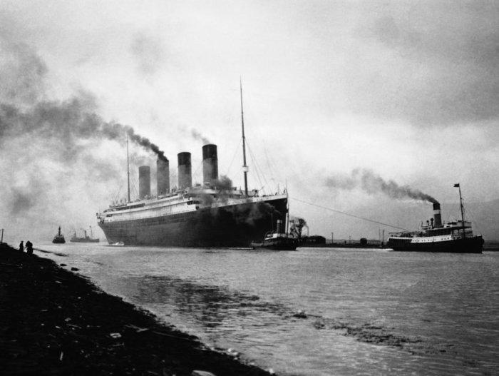 Спущенный на воду Титаник покидает Белфаст. 2 апреля 1912 года.