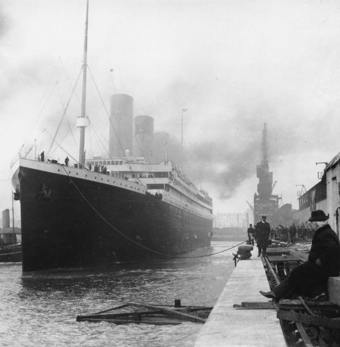 Титаник, отправляющийся в свое первое и последнее путешествие из Саутгемптона.