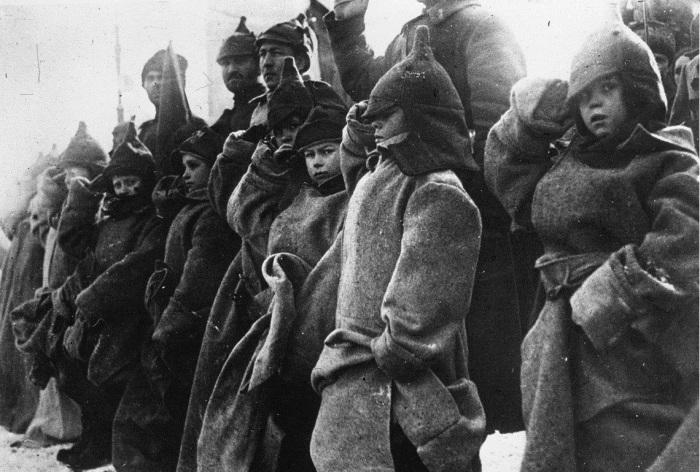 Дети во время парада на Красной площади.