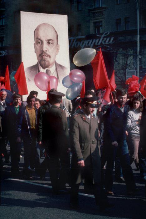 Первомайская демонстрация. СССР, Москва, 1984 год.