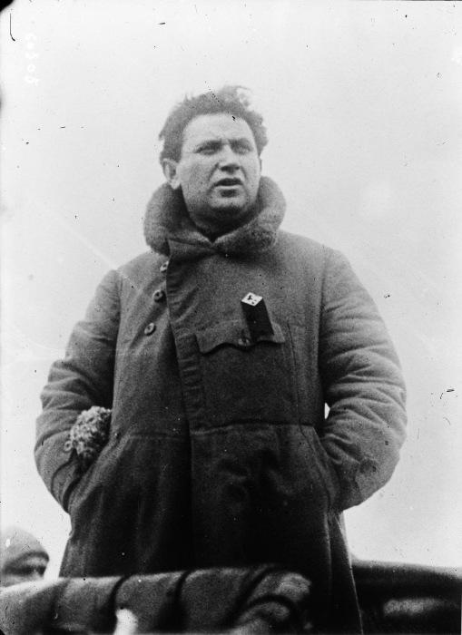 Выступающий на митинге Зиновьев в Петрограде в 1920 году.