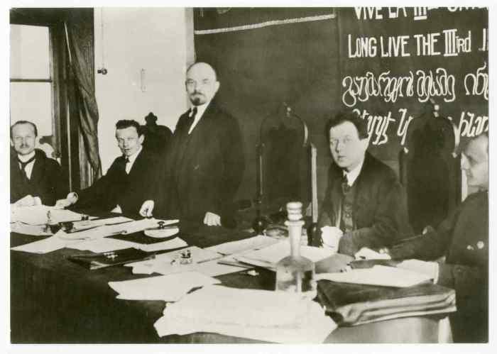 Ленин выступает на первом заседании Коммунистического интернационала. 3 марта 1919 года.