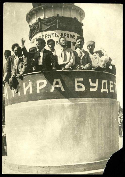Зиновьев и Радек на конгрессе народов Дальнего Востока. 1920 год.
