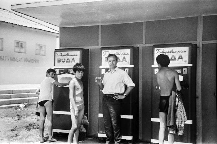 Автоматы для продажи газированных напитков. Азербайджан, Баку, 1980 годы.