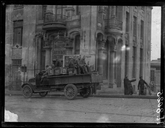 Французские солдаты в городе Владивосток. 7 марта 1919 года.
