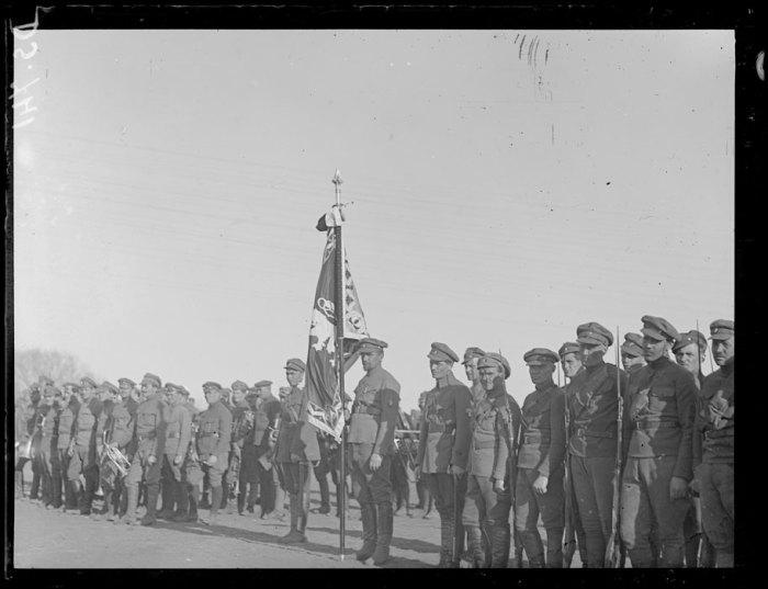 Знамя чешского легиона в парадном строю. Омск, 1919 год.