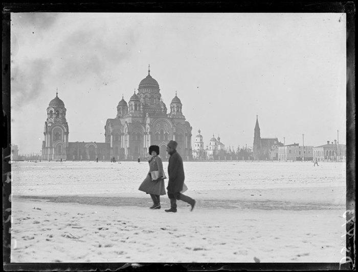 Тихвинская площадь и Кафедральный собор. Иркутск, март, 1919 год.