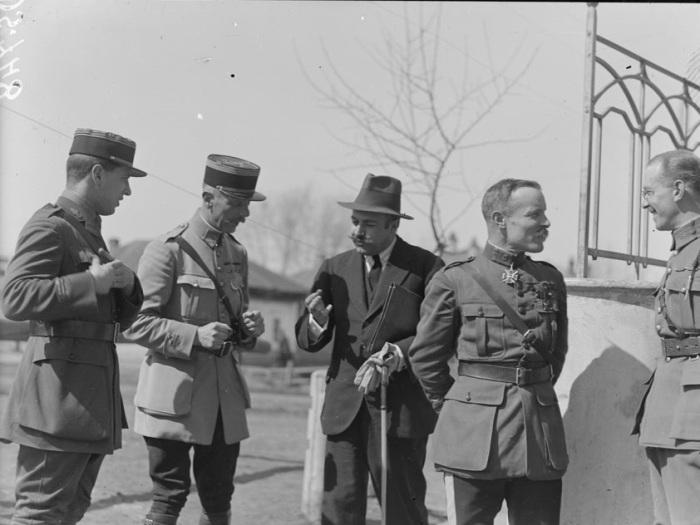 В гражданской одежде Верховный комиссар Чехословацкой Республики генерал Мартель. Омск, лето, 1919 год.