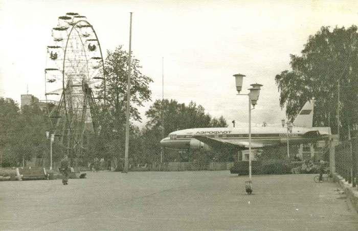 Аттракционы в центральном парке культуры и отдыха имени М.Горького
