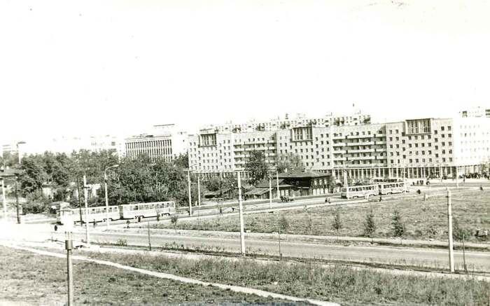 Перекресток улицы Ленина и улицы Борчанинова со Слудской горки.