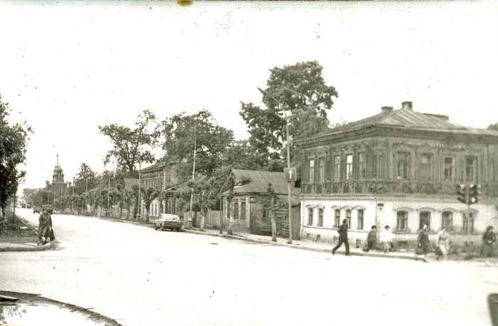 Дорога ведущая в сторону Феодосиевской церкви.