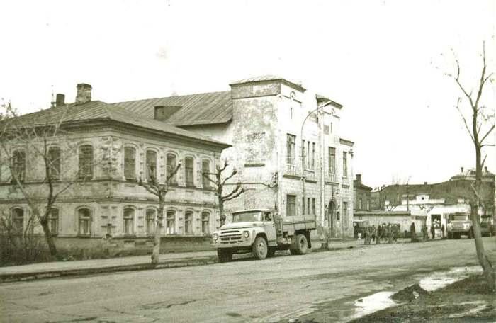 Здание электро-сбыта на улице Большевиcтская.