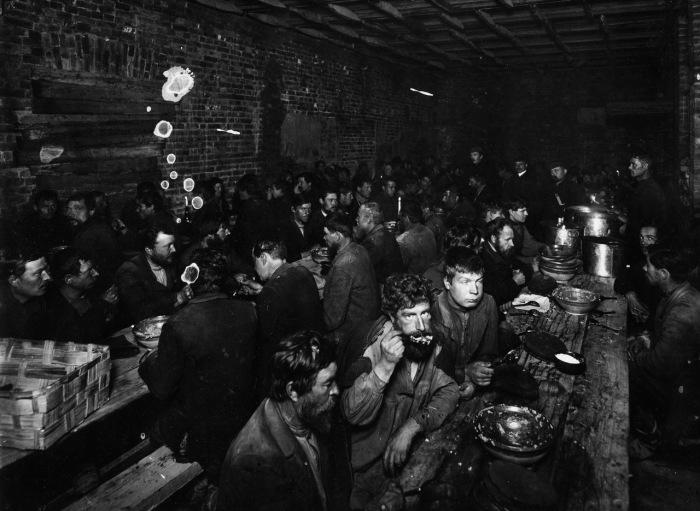 Столовая предназначенная для бедных. Петербург, 1911 год.